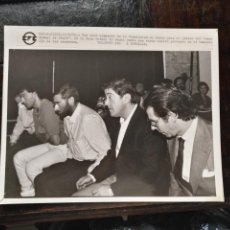 Fotografía antigua: GRAN FOTOGRAFIA - CADIZ 1989 DIPUTACION JUICIO DEL TORERO CASO RAFAEL DE PAULA ACUASADOS BANQUILLO. Lote 134634774