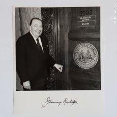 Fotografía antigua: FOTOGRAFÍA FIRMADA Y DEDICADA JEMMINGS RANDOLPH SENADOR DE LOS EE.UU FOR VIRGINIA 1980. Lote 134766413