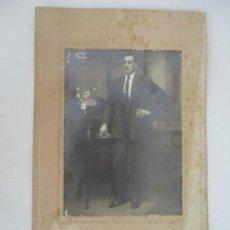 Fotografía antigua: ANTIGUA FOTOGRAFÍA - CABALLERO - FOTO ARTÍSTICA DE ESTUDIO - FOTÓGRAFO GOTARDE, OLOT. Lote 134789510
