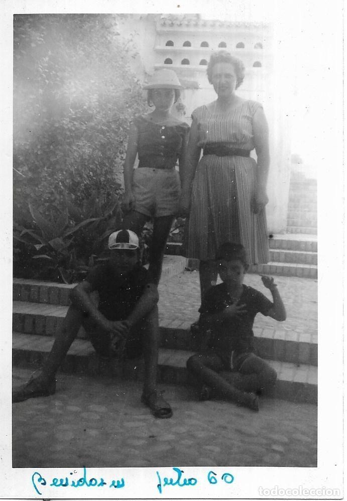 == E175 - FOTOGRAFIA - FAMILIA EN BENIDORM - 1960 (Fotografía - Artística)