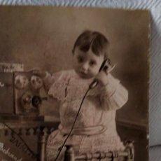Fotografía antigua: ANTIGUA Y BONITA FOTOGRAFÍA CARTÓN, NIÑO CON TELÉFONO. 38 X 30 CM. PPS. S. XX. Lote 135139410