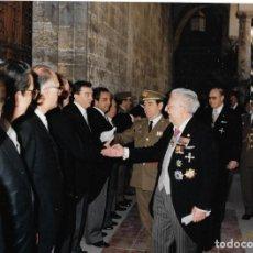 Fotografía antigua: == S283 - FOTOGRAFIA - MILITARES SALUDANDO - 24 X 18 CM. STUDIO BETETA - VALENCIA 1990. Lote 135152254