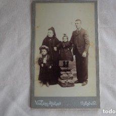 Fotografía antigua: FOTOGRAFÍA ANTIGUA DE FAMILIA SIGLO XIX - VARELA HERMANOS - VALLADOLID. Lote 135818566