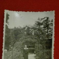Fotografía antigua: ANTIGUA FOTO EN BLANCO Y NEGRO POSADO EN VALLADOLID 1937 CAMPO GRANDE. Lote 136296974