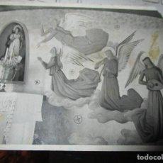 Fotografía antigua: FOTO ANTIGUA ORIGINAL INEDITA DEL PINTOR MANUEL BAEZA PINTURA DE UN MURAL EN IGLESIA. Lote 136529906