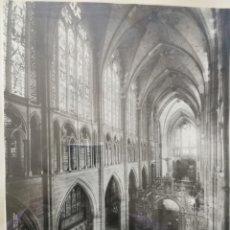Fotografía antigua: MARCO CON ANTIGUA FOTO AÑO 1900..AUTOR WINOCIO- NAVE CENTRAL CATEDRAL DE LEON. Lote 137141414