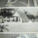 Fotografía antigua: FOTO TAMAÑO POSTAL VALENCIA FERIA JULIO 1951 BARRACA. Lote 137928362