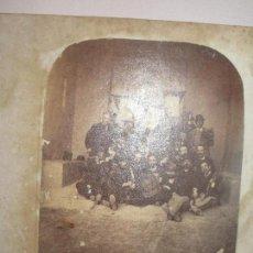Fotografía antigua: MILITARES CON BANDERAS BANDA DE MUSICA ? PRINCIPIOS DE SIGLO. Lote 138661722
