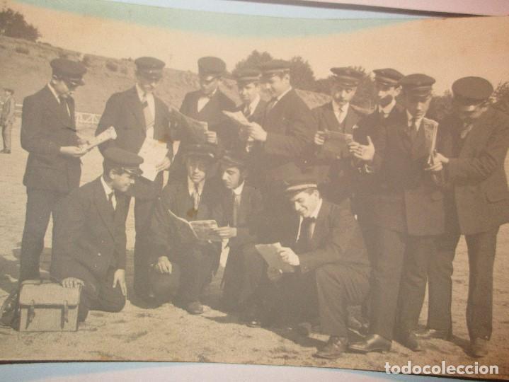FOTO POSTAL ESCRITA CAMPO FUTBOL DEL MATARO CON EQUIPO DE MUSICA ? ENVIADA A NOVELDA 1917 (Fotografía - Artística)