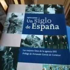 Fotografía antigua: 1900-2000 UN SIGLO DE ESPAÑA.LAS MEJORES FOTOS DE LA AGENCIA EFE.309 PÁGINAS.TAPA DURA CON SOBRECUBI. Lote 140145894