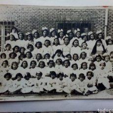 Fotografía antigua: FOTO NIÑAS COLEGIO DE MONJAS POSGUERRA. Lote 141547278