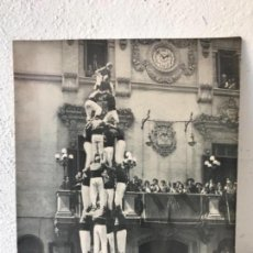 Fotografía antigua: FOTOGRAFÍA DELS CASTELLERS DE LA COLLA VELLA DE VALLS 4 DE VUIT. FOTO GRAU. 30-8-58.. Lote 143182618