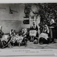 Fotografía antigua: FOTOGRAFIA LAGARTERA - LAS RICAS LABORES DE BORDADOS, MEDIDA 11 X 18 CM. Lote 144963550