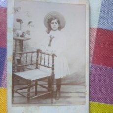 Fotografía antigua: FOTO ANTIGUA NIÑA RETRATO SIGLO XIX FOTOGRAFÍA MADRILEÑA A. RODRIGUEZ. SOBRE CARTÓN. Lote 145708850