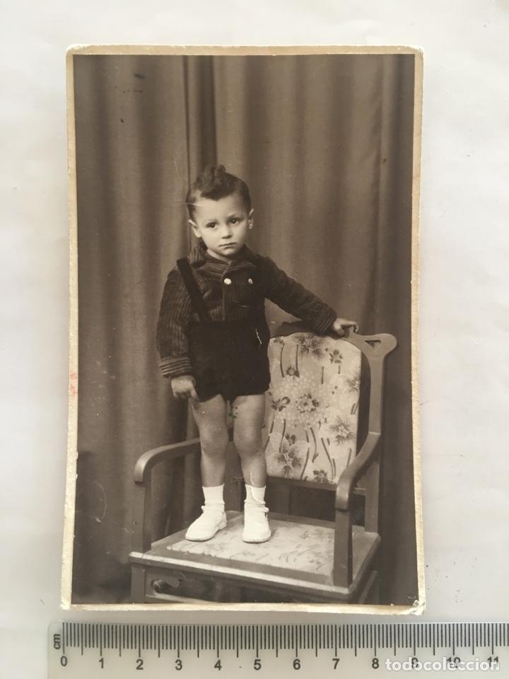 RETRATO DE BARTOLITO SOBRE LA SILLA. ESTUDIO FOTOGRÁFICO LÓPEZ. PALMA DE MALLORCA. H. 1934? (Fotografía - Artística)