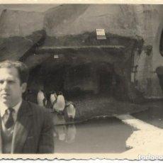 Photographie ancienne: == NA222 - FOTOGRAFIA - SEÑOR EN UN ZOO JUNTO A UNOS PINGUINOS. Lote 146029598