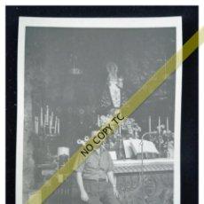 Fotografía antigua: FOTOGRAFÍA ASTURIAS CON LA VIRGEN DE COVADONGA AÑOS 50 60 . Lote 146144138