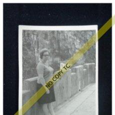 Fotografía antigua: FOTOGRAFÍA DE EXCURSIÓN COVADONGA CANGAS DE ONÍS ASTURIAS? AÑOS 50 60 . Lote 146146434