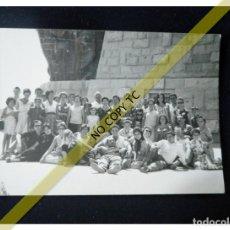 Fotografía antigua: FOTOGRAFÍA GRUPO DE EXCURSIONISTAS ASTURIAS? AÑOS 50 60 . Lote 146148046