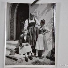 Fotografía antigua: FOTOGRAFÍA DE LALA AUFSBERG ESTUDIANTES (1907-1976). Lote 147950266