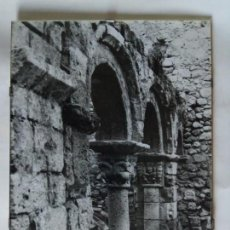 Fotografía antigua: FOTOGRAFIA DE CLAUSTRO ROMANICO 40 X 30 CM. CON CRISTAL. Lote 148010570