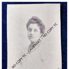 Fotografía antigua: FOTOGRAFÍA SEÑORITA C 1890 DEDICADA - SOBRE CARTÓN . Lote 148862058