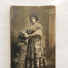 Photographie ancienne: RETRATO. GUAPA VALENCIANA. GRAN FOTOGRAFÍA J. LLOPIS. VALENCIA. AÑO 1919. Lote 148883681