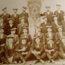 Fotografía antigua: 1903 FOTOGRAFIA DEL CORO LA PATRIA DE SAN SADURNI DE NOYA 22 CM X 17'5 CM. Lote 150158482