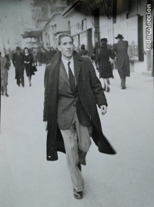 THE MAN OF TODAY - SE COMÍA EL MUNDO - JÓVEN POSANDO - POSTAL FOTOGRÁFICA - AÑOS 30 (Fotografía - Artística)