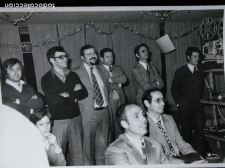 REUNIÓN DE AMIGOS - SESIÓN DE PROYECCIÓN DE VIDEO CASERO EN SUPER 8 MM 1975 (Fotografía - Artística)