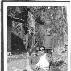 Fotografía antigua: ==NA605 - FOTOGRAFÍA - MUJER CON TRES NIÑOS. Lote 150933198