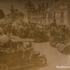Fotografía antigua: FIESTA AUTOMOVILISTA EN HONOR DE LA PRINCESA VICTORIA. PLAZA DEL PALACIO REAL DEL PARDO 17X11,5 CM. Lote 149323294