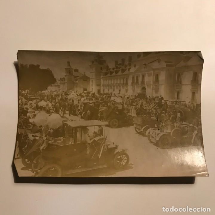 Fotografía antigua: Fiesta automovilista en honor de la princesa Victoria. Plaza del Palacio real del Pardo 17x11,5 cm - Foto 2 - 149323294