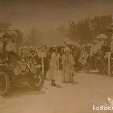 Fotografía antigua: FIESTA AUTOMOVILISTA EN HONOR DE LA PRINCESA VICTORIA. ALFONSO XIII COBURGO-GOTA 17,4X11,5 CM. Lote 149323618