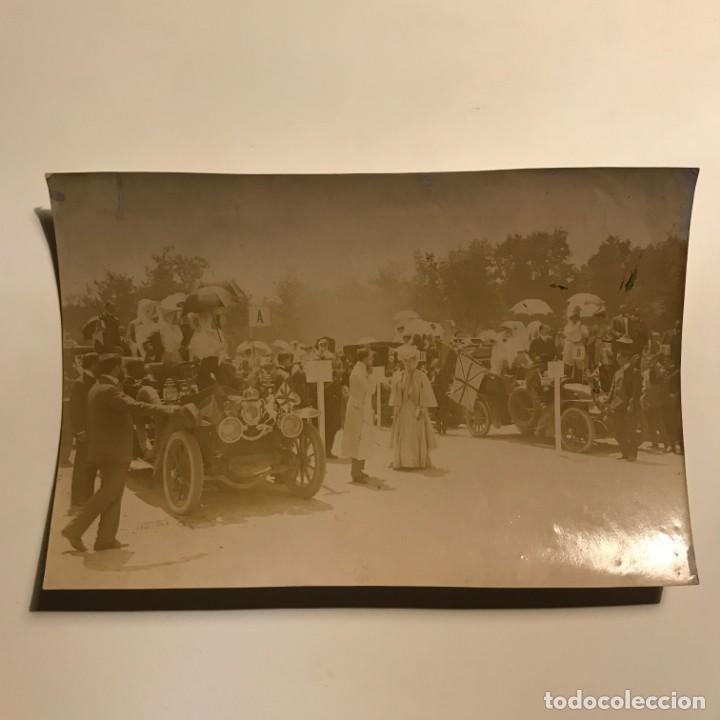 Fotografía antigua: Fiesta automovilista en honor de la Princesa Victoria. Alfonso XIII Coburgo-Gota 17,4x11,5 cm - Foto 2 - 149323618
