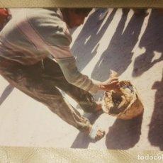 Fotografía antigua: FOTOGRAFIA DE LA INDIA, ENCANTADOR DE SERPIENTES, COBRA. AÑOS 80/90.. Lote 151909110