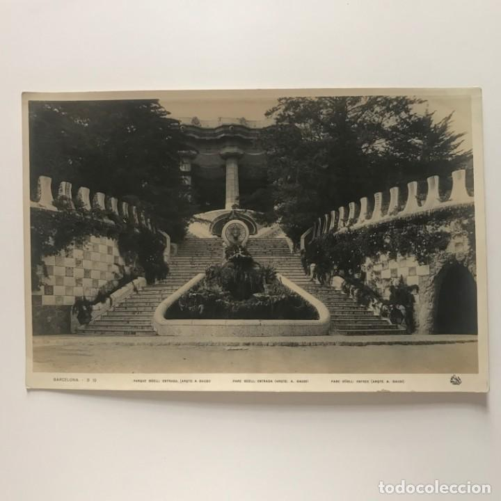 Fotografía antigua: Barcelona. Parque Güell: entrada (arqto. A. Gaudí) 27,9x18,,2 cm - Foto 2 - 151910486