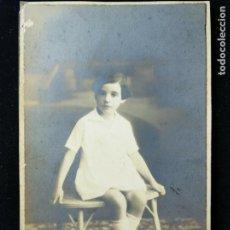 Fotografía antigua: FOTOGRAFÍA ESTUDIO ROCA - MADRID - JOVEN DE MIRADA INOCENTE C. 1920 - CARTÓN DURO. Lote 152060746