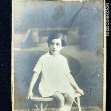 Fotografía antigua: FOTOGRAFÍA ESTUDIO ROCA - MADRID - JOVEN DE MIRADA INOCENTE C. 1920 - CARTÓN DURO. Lote 152060754