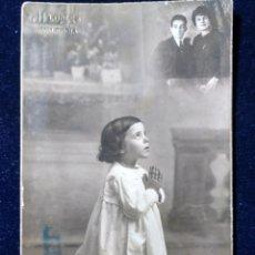 Fotografía antigua: FOTOGRAFÍA ESTUDIO LLOPIS - VALENCIA - NIÑA EN ORACIÓN - CARTÓN DURO. Lote 152060842