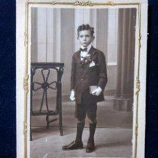 Fotografía antigua: FOTOGRAFÍA ESTUDIO VENDRELL - VALENCIA - NIÑO PRIMERA COMUNIÓN - CARTÓN DURO C- 1910-1920. Lote 152060934