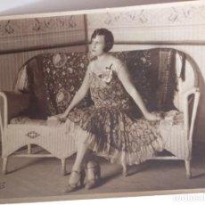 Fotografía antigua: CUBA. FOTOGRAFÍA DE UNA SEÑORITA EN SANTIAGO DE CUBA 1919.. Lote 152273706
