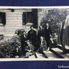 Fotografía antigua: ANTIGUA FOTOGRAFÍA BLANCO Y NEGRO NUEVE MUJERES SENTADAS Y DE PIE MEDIADOS S XX . Lote 153158446