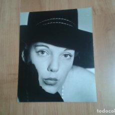 Fotografía antigua: RETRATO BELLA MUJER -- 50 X 60 CM -- CIRCO -- HOLANDA, 1966 --. Lote 57325990