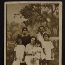 Fotografía antigua: ANTIGUA FOTOGRAFIA FAMILIAR. Lote 155789478