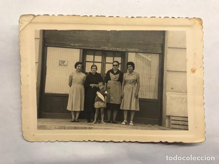 FOTOGRAFÍA ANTIGUA. EN UN MUNDO DE MUJERES... (H.1950?) (Fotografía - Artística)