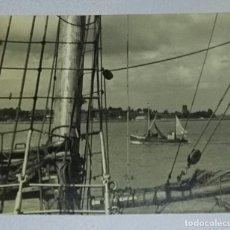 Fotografía antigua: FOTOGRAFÍA BARCOS. TÍTULO ORIGINAL HOMERWARD BOUND. FOTÓGRAFA FREDA JENKINS.. Lote 155979330