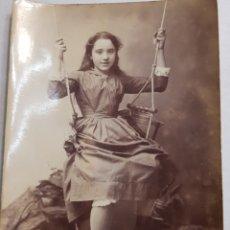 Fotografía antigua: FOTOGRAFÍA NIÑA EN COLUMPIO 1895. Lote 156683545