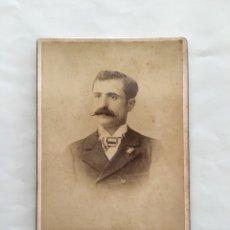 FOTO ALBUMINA. CABALLERO. FOTOG. FEDERICO VELA. VALENCIA. H. 1900.