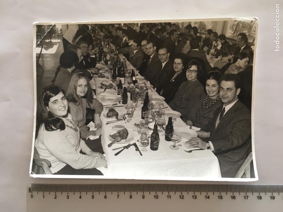 FOTO. EN EL BANQUETE. FOTOS RAGA E HIJOS. VALENCIA. AÑO 1968. (Fotografía - Artística)
